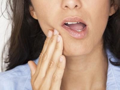 Άφθες: Οι επώδυνες πληγές στο στόμα