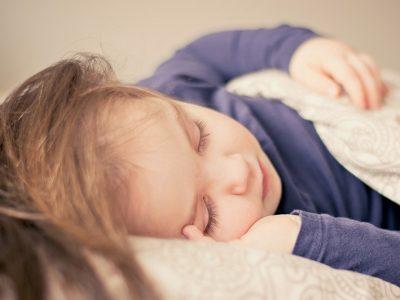 Παιδιά: Ο καλός ύπνος συνδέεται με την πρόληψη της παχυσαρκίας