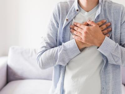 Στηθάγχη: Ο πόνος στο στήθος και οι αιτίες που τον προκαλούν